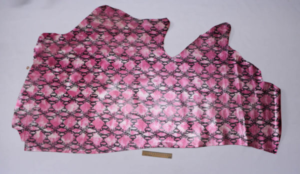Кожа КРС с тиснением, розовая, 100 дм2.-602056