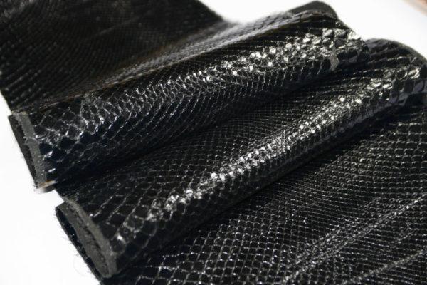 Кожа питона (лак), черная, 173х32 см.-101232