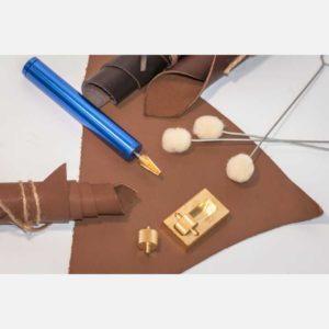 Инструменты для нанесения краски и клея на кожу