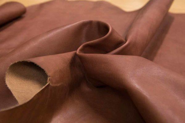Кожа КРС растительного дубления, светло-коричневая с мраморными разводами, 134 дм2.-501075