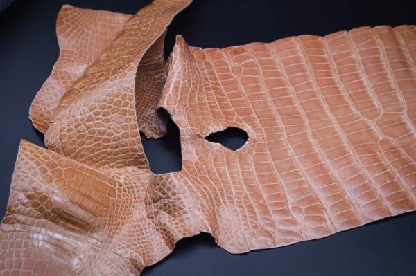 Кожа кроко, розовая карамель, 57х18 см.- kr1-8
