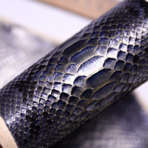 Кожа змеи, серо-голубая с перламутром 60х11-zm2-28