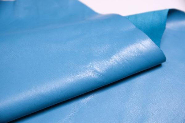 Кожа одёжная МРС, голубая, 7,25 фут. (67 дм2.)-301099