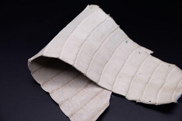 Кожа кроко, грязно-белая, 35х17 см.- kr1-94
