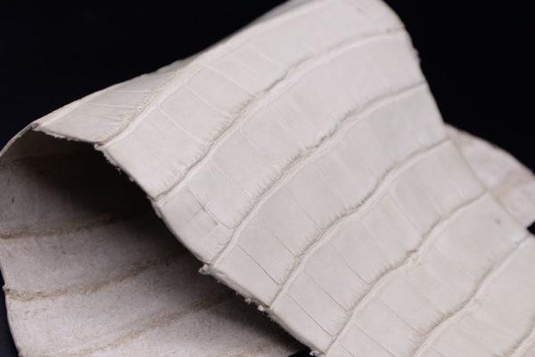 Кожа кроко, грязно-белая, 34х18 см.- kr1-95