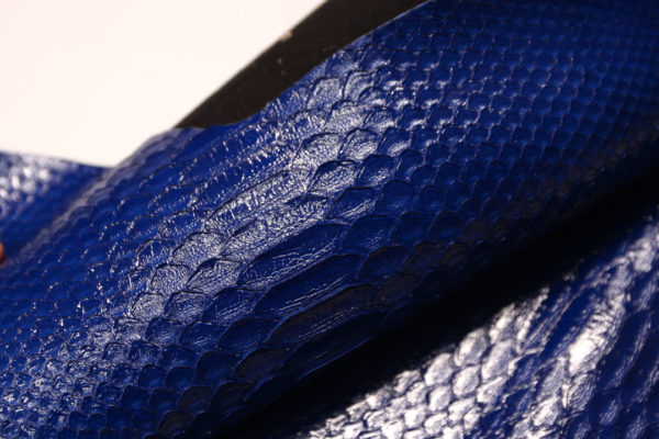 Лоскут кожи питона, синий, 43х27 см.-zm2-63