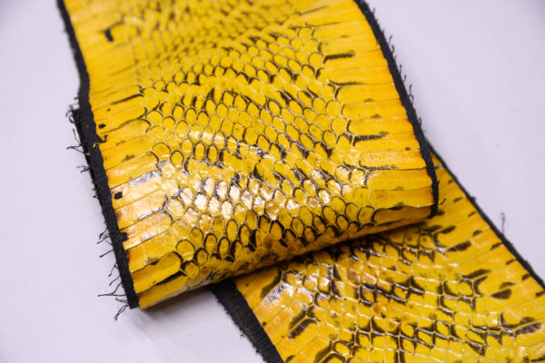 Кожа змеи, жёлтая, 126х12 см.-zm4-109