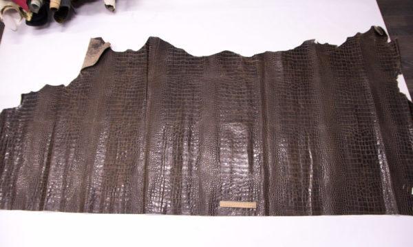 Кожа КРС с тиснением под кроко, коричневая, 160 дм2. -109384