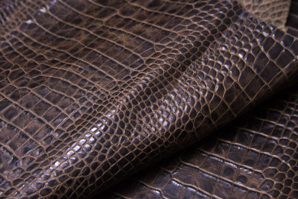 Кожа КРС с тиснением под кроко, коричневая, 150 дм2. -109385