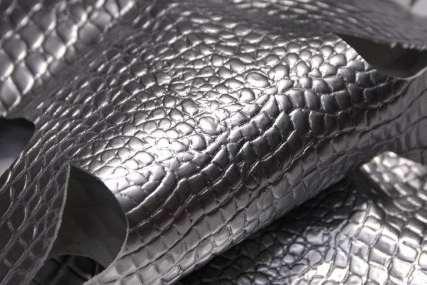Кожа КРС с тиснением под кроко, серебро. -109393