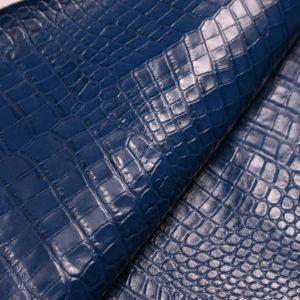 Кожа КРС с тиснением под кроко, синяя, 54 дм2. -109483
