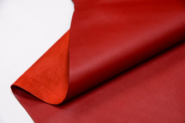 Кожа КРС, красная, 141 дм2.-D1-64