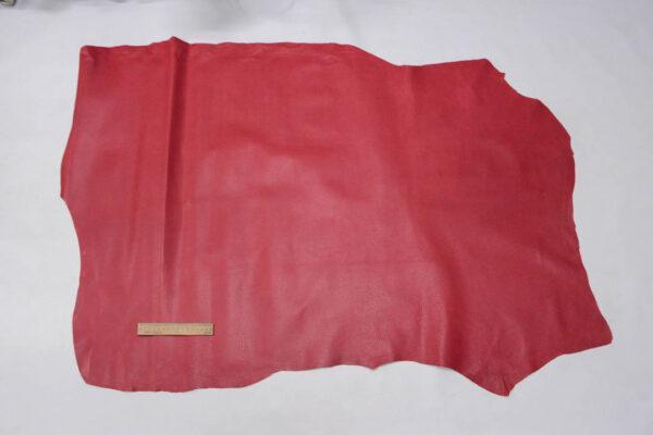 Кожподклад свиной (спилок) вощёный, малиновый, 10,75 фут (100 дм2).-PT1-53