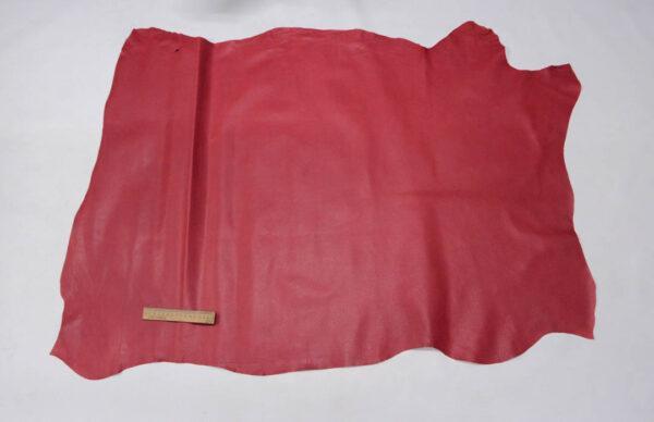 Кожподклад свиной (спилок) вощёный, малиновый, 11 фут (102 дм2).-PT1-54