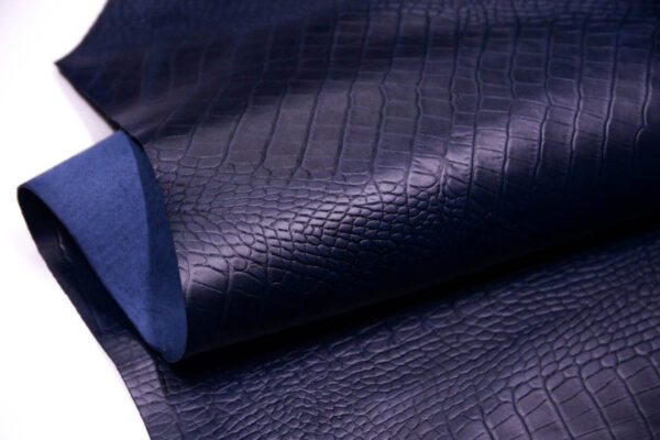 Кожа КРС с легким эффектом пул ап (Pull Up), с тиснением под кроко, темно-синяя, 145 дм2.-D1-188