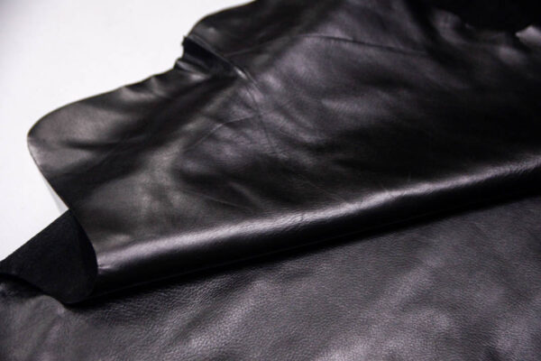 Кожа КРС, черная, 152 дм2.-D1-195