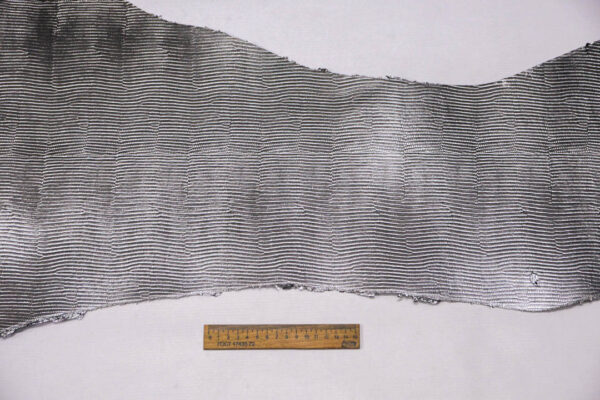 Кожа КРС растительного дубления с тиснением под игуану, пола, темное серебро, 85 дм2. -109665
