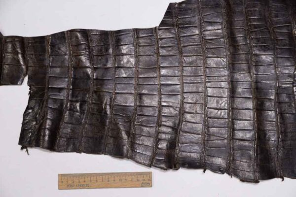 Кожа крокодила, темно-коричневая, с эффектом пул ап (Pull Up) 48х32 см.- kr-336