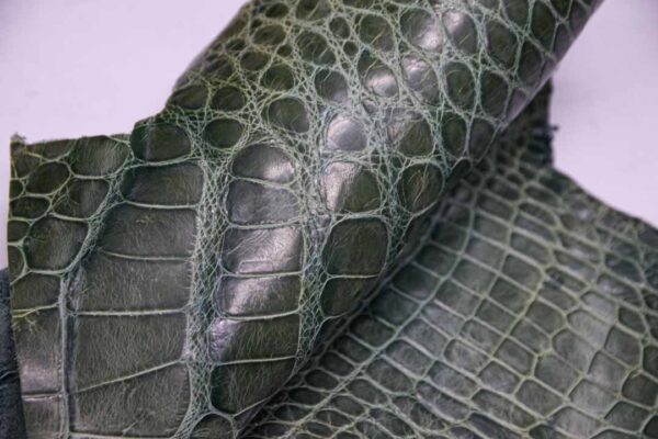 Кожа крокодила, зеленая, с эффектом пул ап (Pull Up)- kr-353