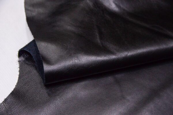Кожа КРС, черная, 197 дм2.-D1-399