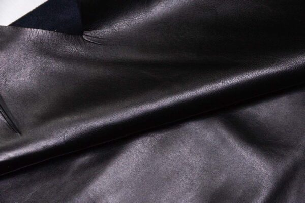 Кожа КРС, черная, 186 дм2.-D1-404