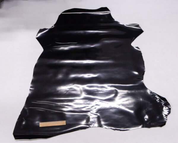 Лаковая кожа теленка, черная, 60 дм2.-110018