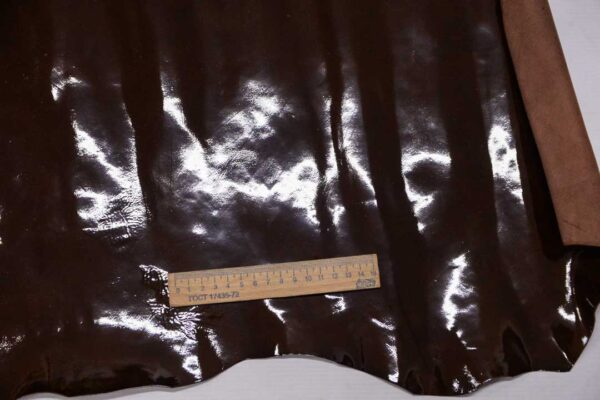Лаковая кожа теленка, коричневая с мраморным эффектом, 51 дм2.-110006