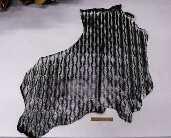Кожа теленка с тиснением, черная с серебром, 80 дм2.-110088