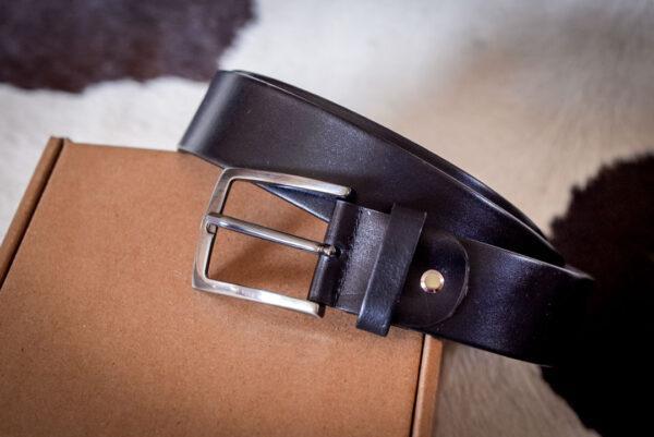 Мужской черный кожаный ремень rm-028 (136/126/3,8)