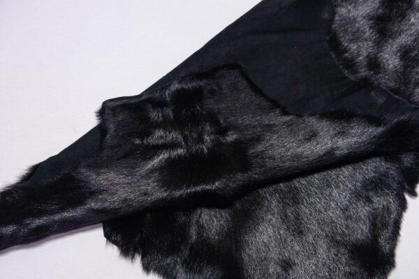 Шкура козы с ворсом, черная, 23 дм2.-110475