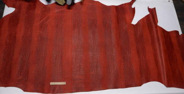 Кожа КРС с тиснением под кроко, крейзи хорс (Crazy Horse) с эффектом пул ап (Pull Up), красная, 245 дм2.-D1-616