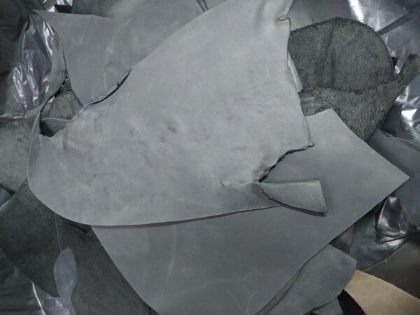 Кожа КРС крейзи хорс (Crazy Horse), обрезки, черная, - 1 кг