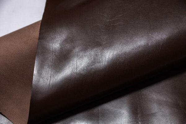 Кожа теленка, темно-коричневая, 56 дм2.-110424
