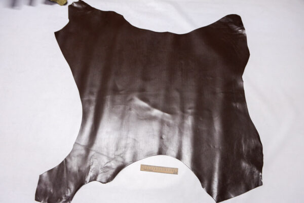 Кожа теленка, темно-коричневая, 75 дм2.-110427