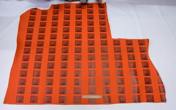 Кожа КРС покрывная с принтом, оранжевая, 108 дм2.-110489