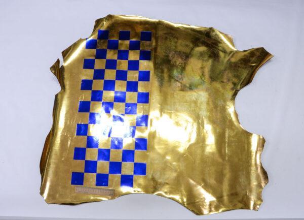 Лаковая кожа теленка с принтом, золотая, 71 дм2.-110513