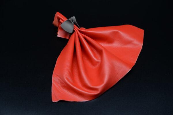Лоскут кожи (размер А4), цвет - алая красная T-116